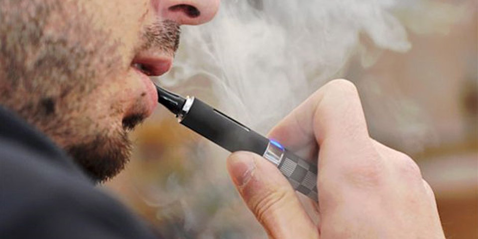 Ukvia urged the government to list e-cigarette stores as basic services in the third blockade